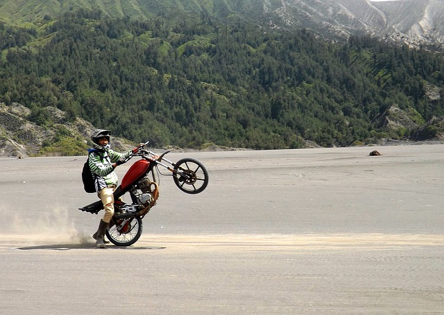 motorbike-203209_640
